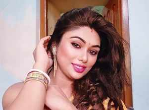 Aspiring model-actress in Kolkata arrested in connection with porn racket