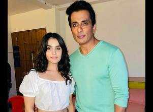 Sidhika Sharma pours in heartiest wishes on Sonu Sood's birthday