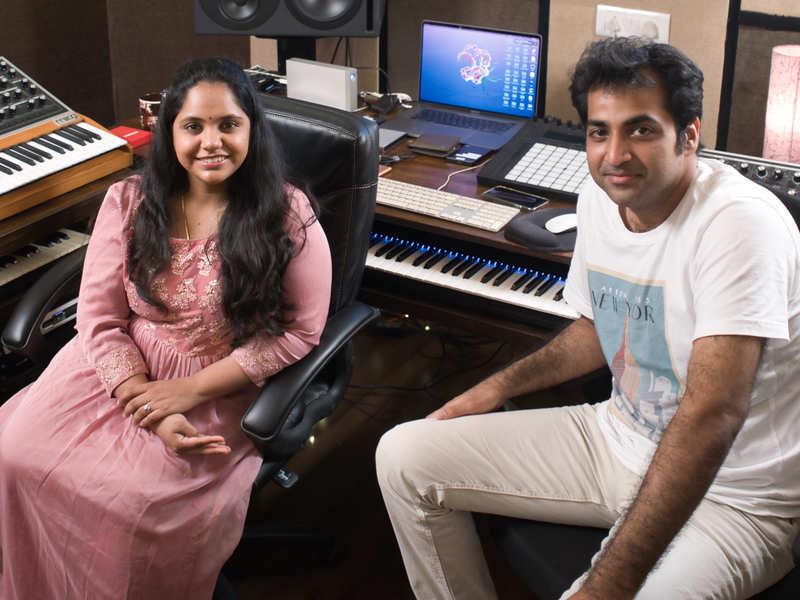 Saindhavi and Prithvi Chandrasekhar present popular kriti in a novel way