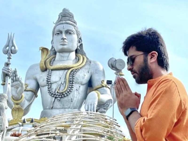 Photo: Silambarasan TR visits Murudeshwar temple to seek blessings from Lord Shiva