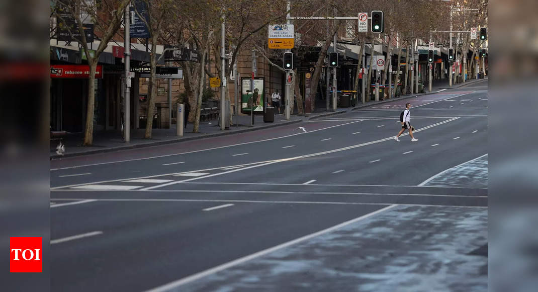 Army patrols Sydney streets as Brisbane extends Covid-19 lockdown