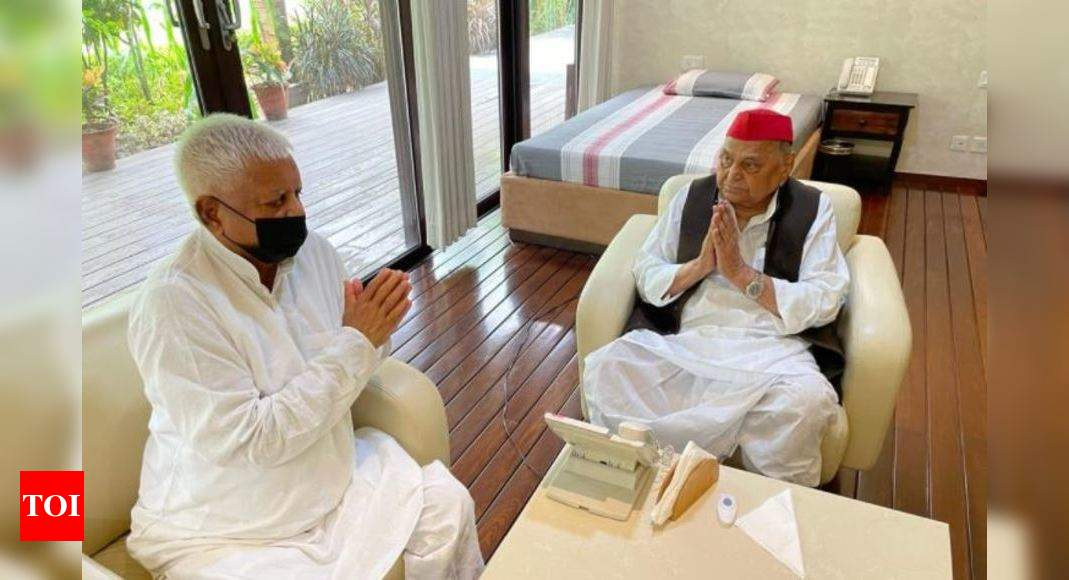 Lalu Yadav, Mulayam Singh meet in Delhi