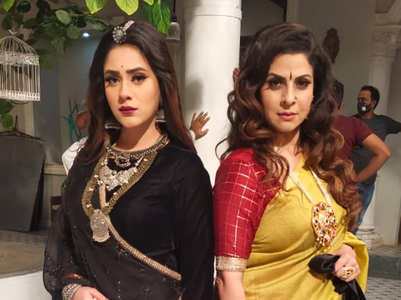Hiba reunites with Tannaz after 13 years
