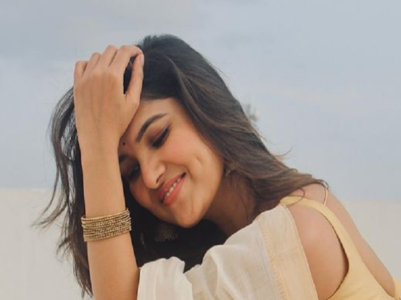 Vani Bhojan's love for sari in stunning pics