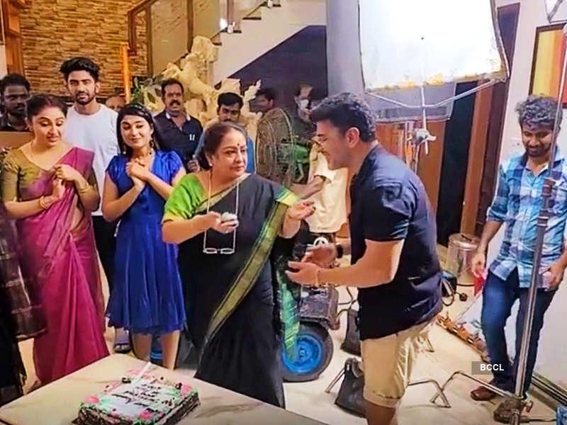 Here's how Team Kannana Kanne celebrated Sulakshana's birthday (Screenshot)
