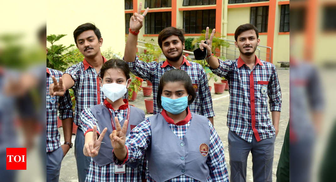 Photo of CBSE class 10 results out, 99.04% students declared passed
