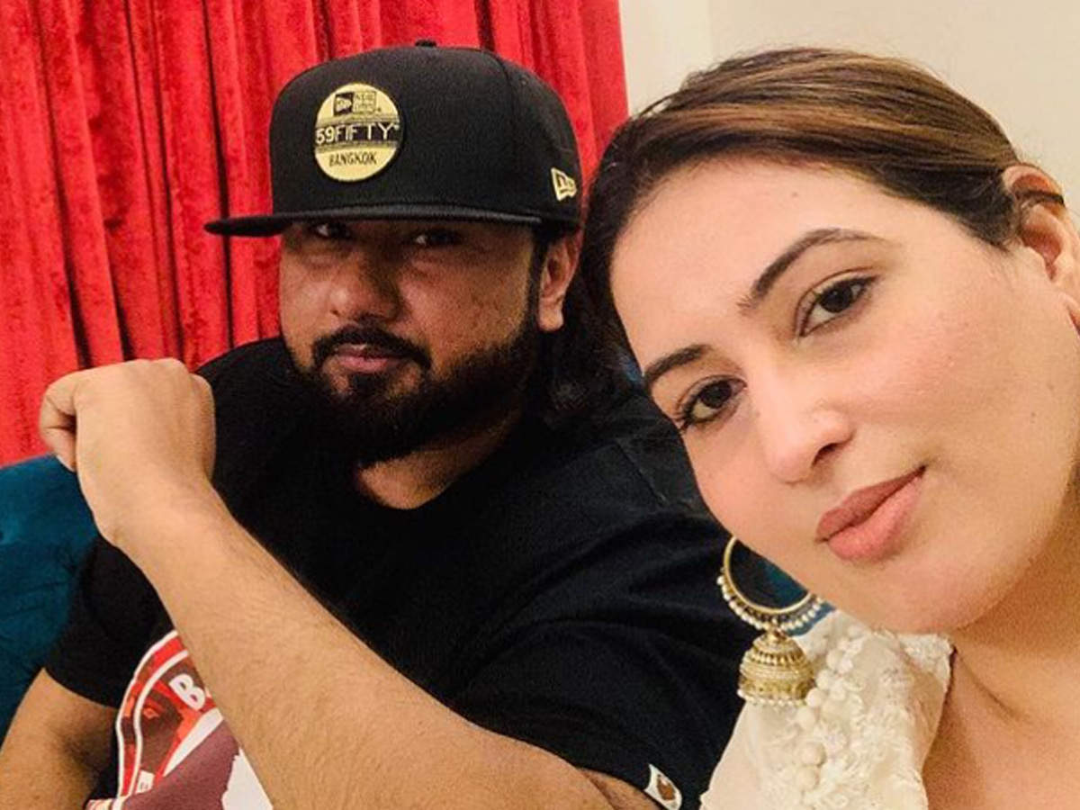Yo Yo Honey Singh accused of domestic violence by wife Shalini Talwar; plea  filed in court | Hindi Movie News - Times of India