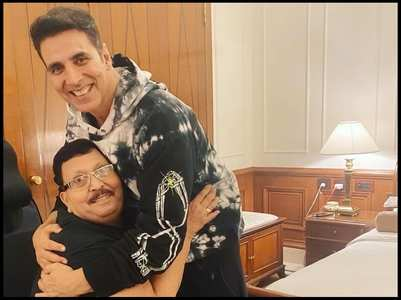 Vaani shares her dad's fan moment with Akki