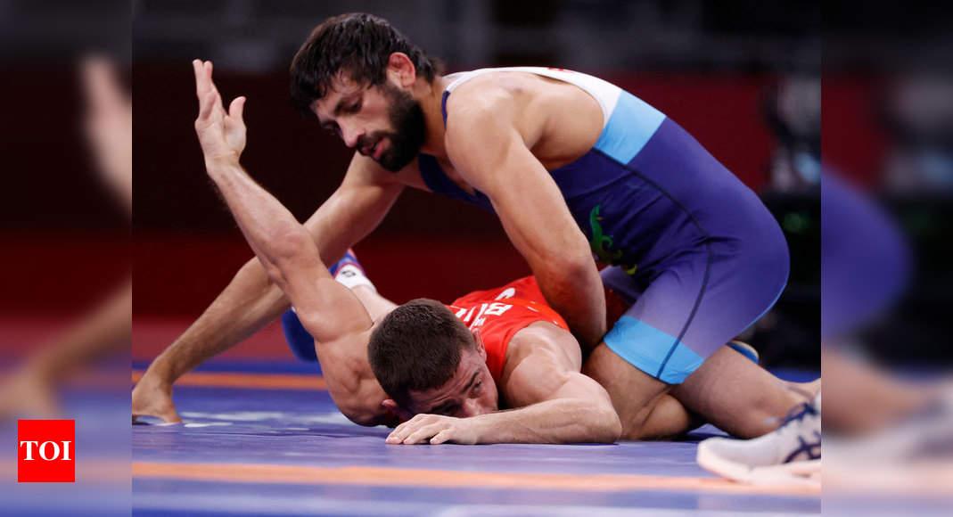 Tokyo Olympics 2020: Ravi Dahiya, Deepak Punia storm into wrestling semifinals | Tokyo Olympics News – Times of India