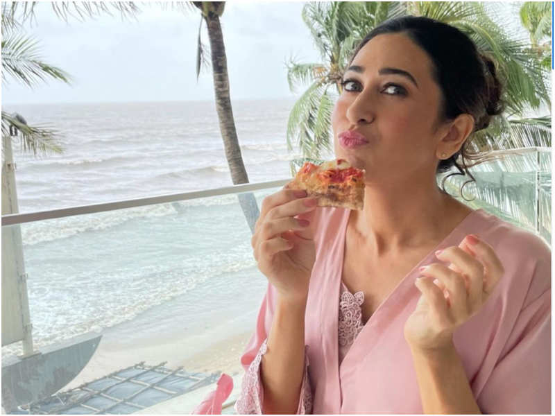 Karisma Kapoor is a bundle of happiness in pink giving away perfect Wednesday vibes