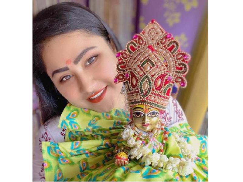 Bhojpuri actress Priyanka Pandit wish fans a happy Kamika Ekadashi