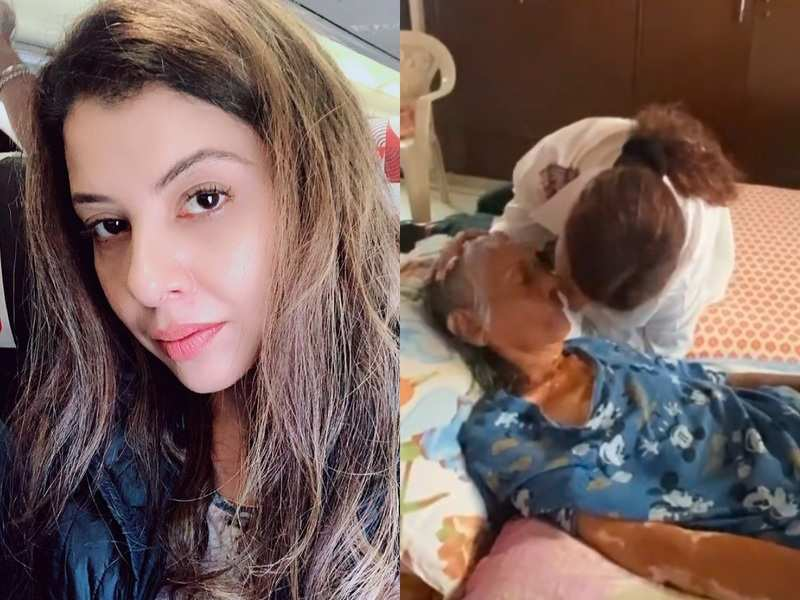 Bigg Boss fame Sambhavna Seth plants a kiss on her unwell mother's cheek; shares, 'Lost my father and seeing my mother in this situation just kills me'