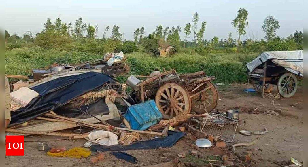 8 dead after truck crashes into a hut in Gujarat