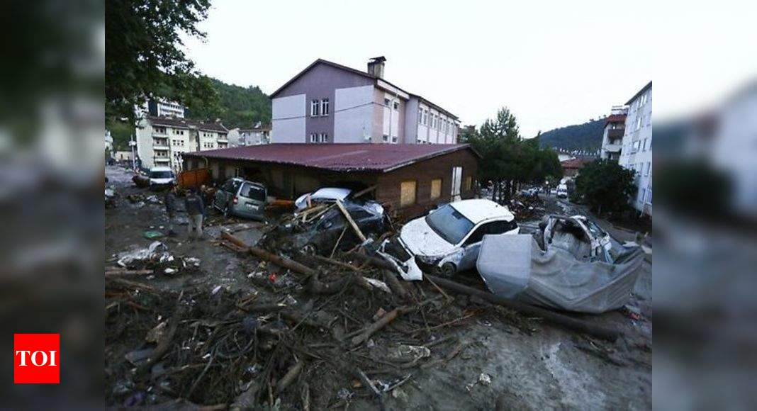 Floods that hit northern Turkey leave 6 dead, 1 missing thumbnail