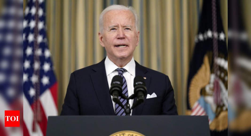 President Biden thanks Harris for her work as VP thumbnail