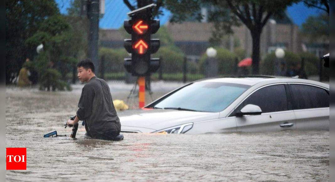Fresh flooding in central China kills another 21 people thumbnail