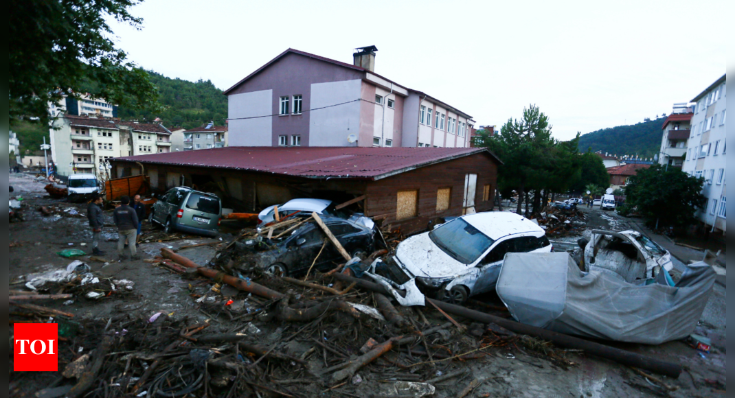 Death toll from floods in northern Turkey reaches 27 thumbnail