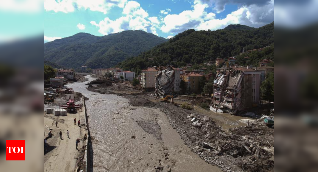 Flooding death toll in Turkey climbs to 77; dozens missing thumbnail