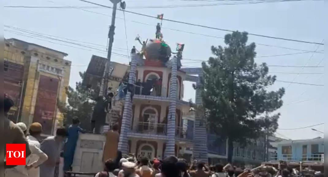 At least three dead following anti-Taliban protests in Jalalabad thumbnail