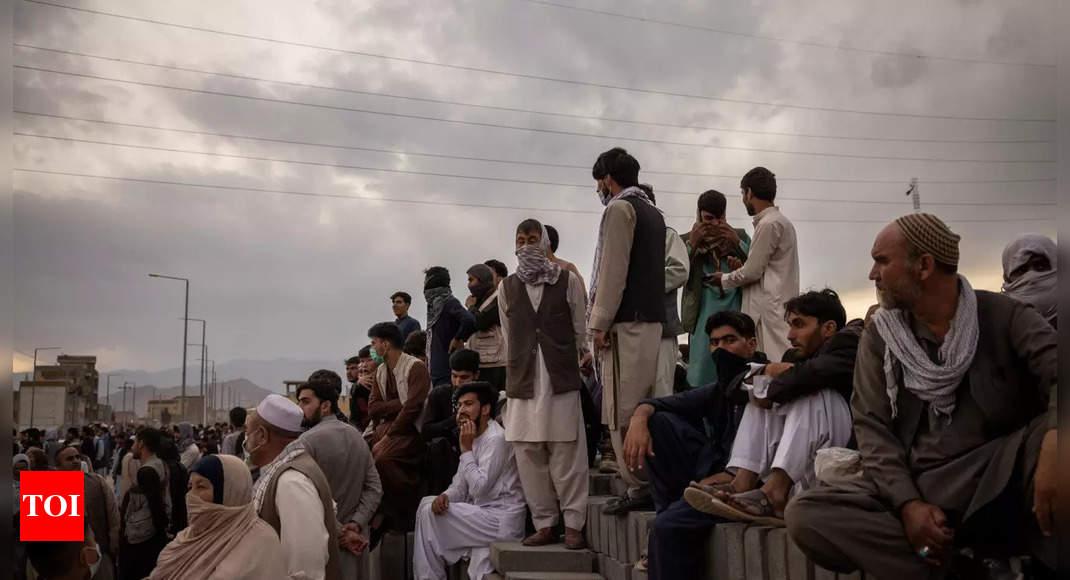 'Taliban impose some order around Kabul airport' thumbnail