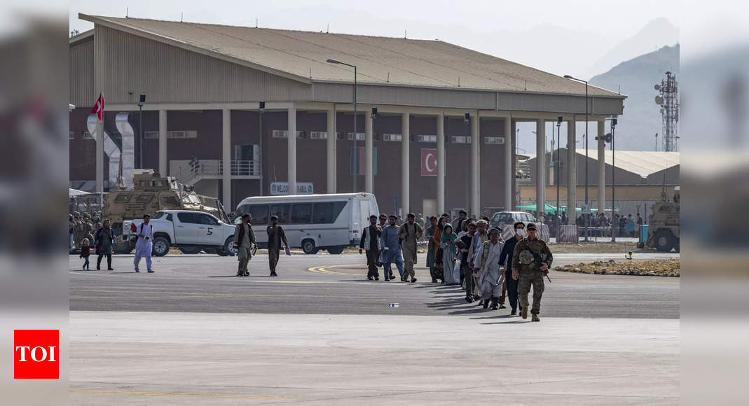 US tells citizens to avoid Kabul airport due to 'security threats' thumbnail