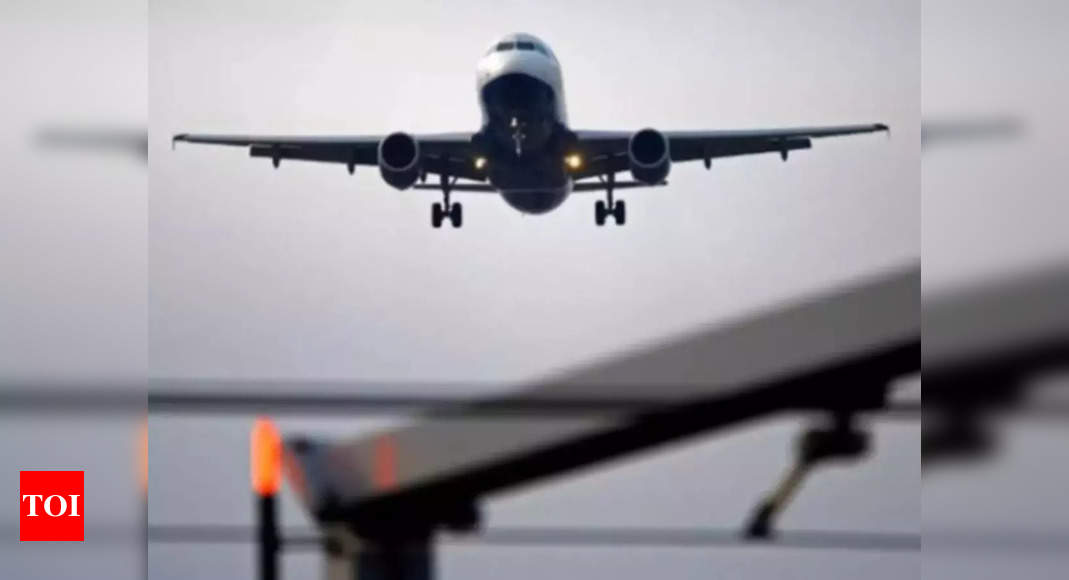 Pakistan temporarily suspends flight operations to Afghanistan thumbnail