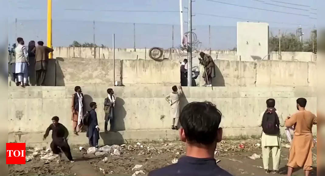 Kabul airlift is accelerating but still hampered by chaos thumbnail