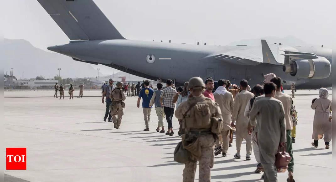 Taliban block Afghans' access to airport thumbnail