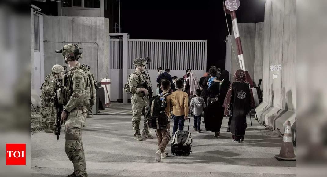 US tells citizens to leave Kabul airport gates 'immediately' thumbnail