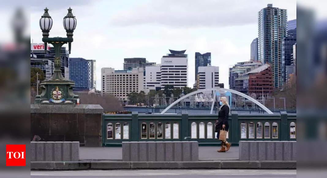Australia's Melbourne extends sixth virus lockdown thumbnail