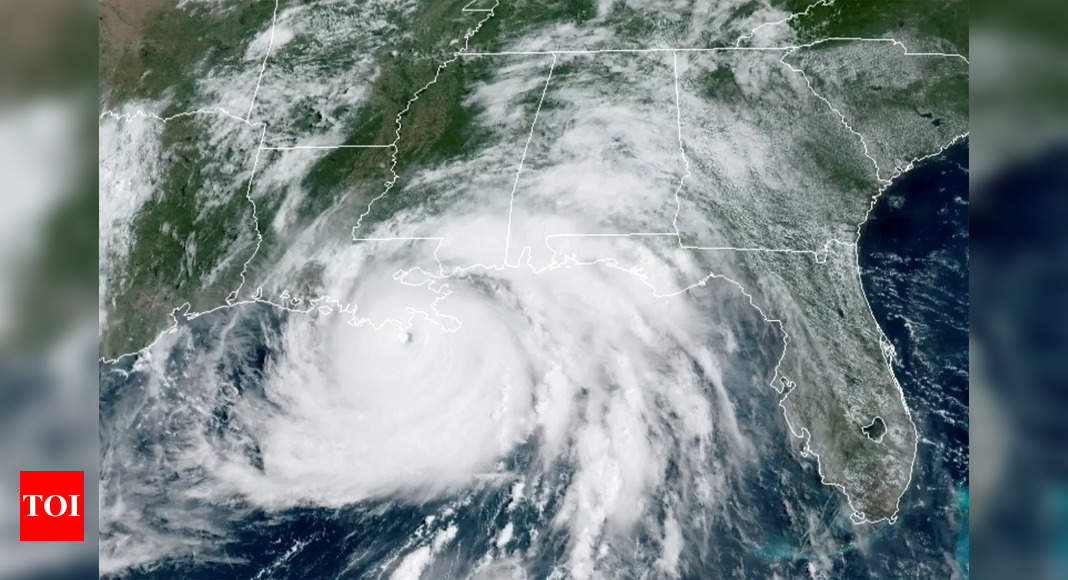 First death from Hurricane Ida, power out across New Orleans in US thumbnail