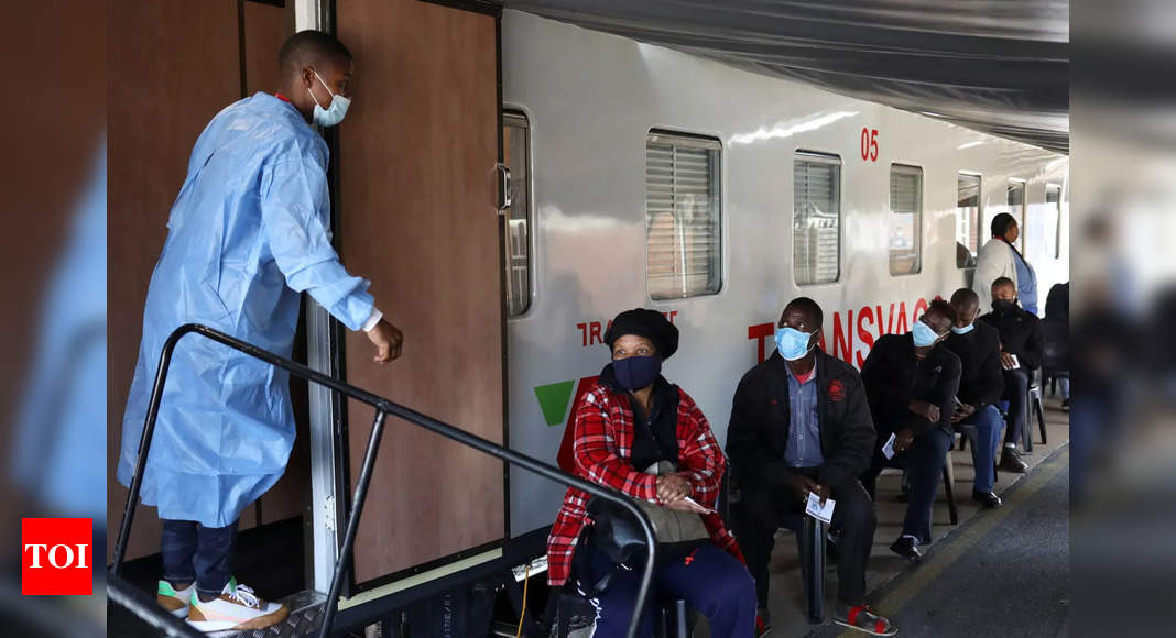 South African train brings Covid-19 vaccines closer to people thumbnail