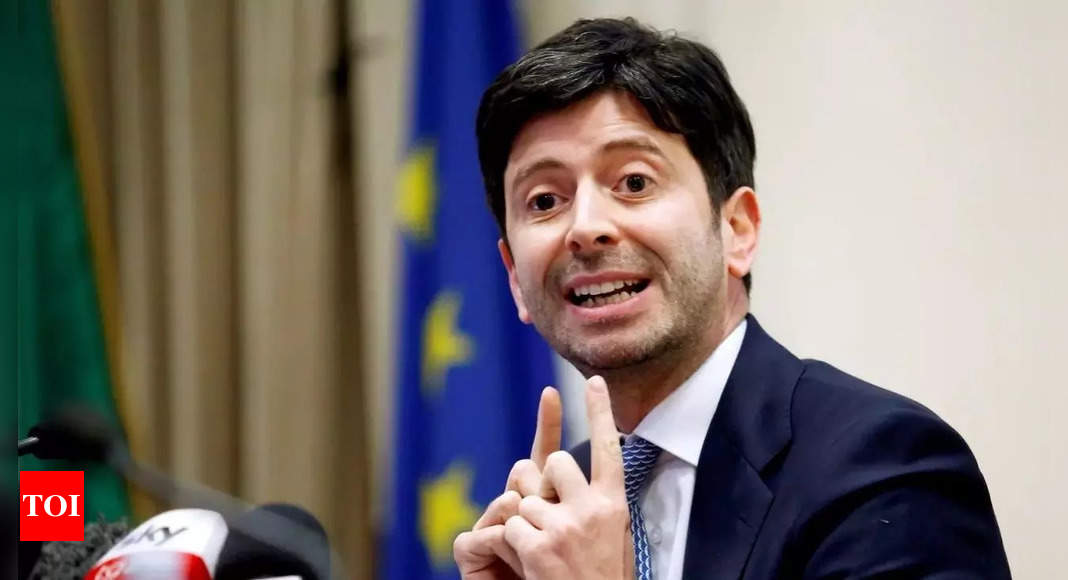 Italy considers making Covid vaccines mandatory