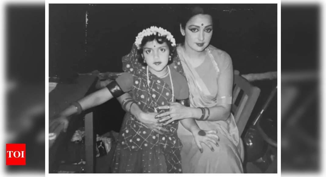 Esha wishes mom Hema Malini on Teachers' Day
