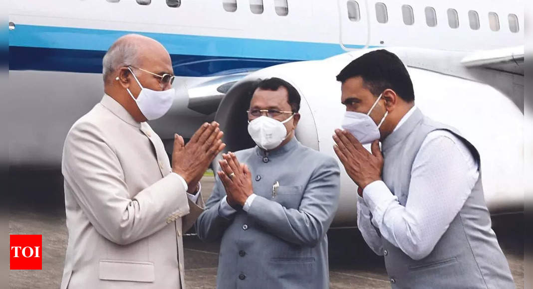 Goa: Kovind presents President's Colour to Naval Aviation