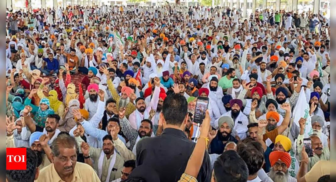 Kisan Mahapanchayat: Haryana govt suspends internet services in Karnal