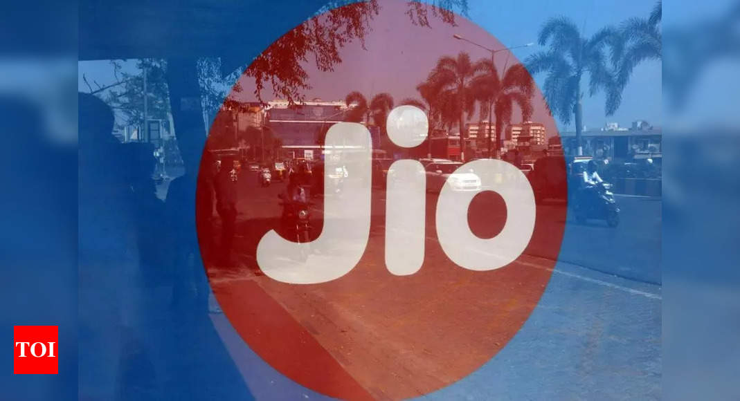 Jio completes 5 yrs of operations; tech world congratulates