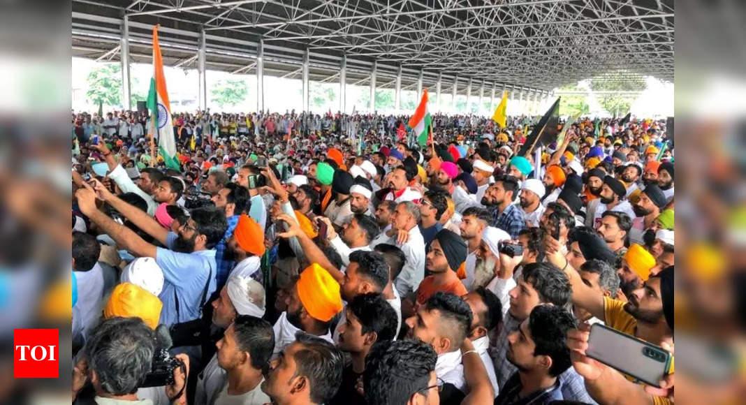 Farmers stage sit-in at Karnal mini secretariat: Key points