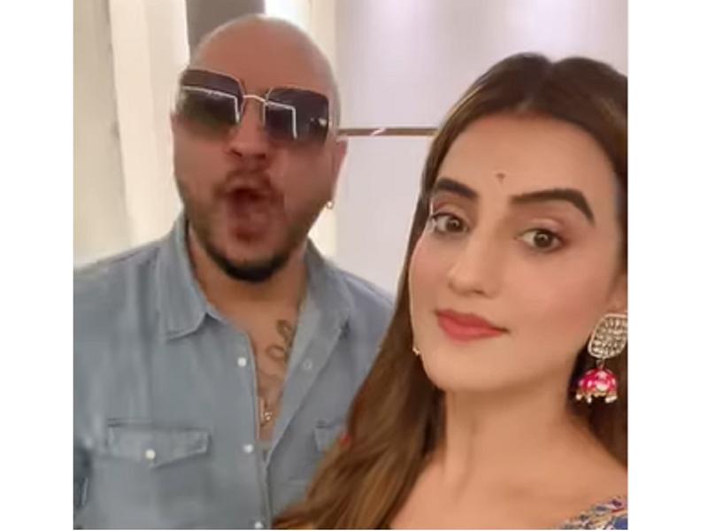 Akshara Singh joins Bollywood singer B Praak to record a song
