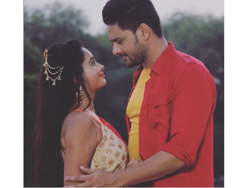 'Pratisodh': Ritu Singh shares a romantic still with co-star Gauvrav Jha from the set