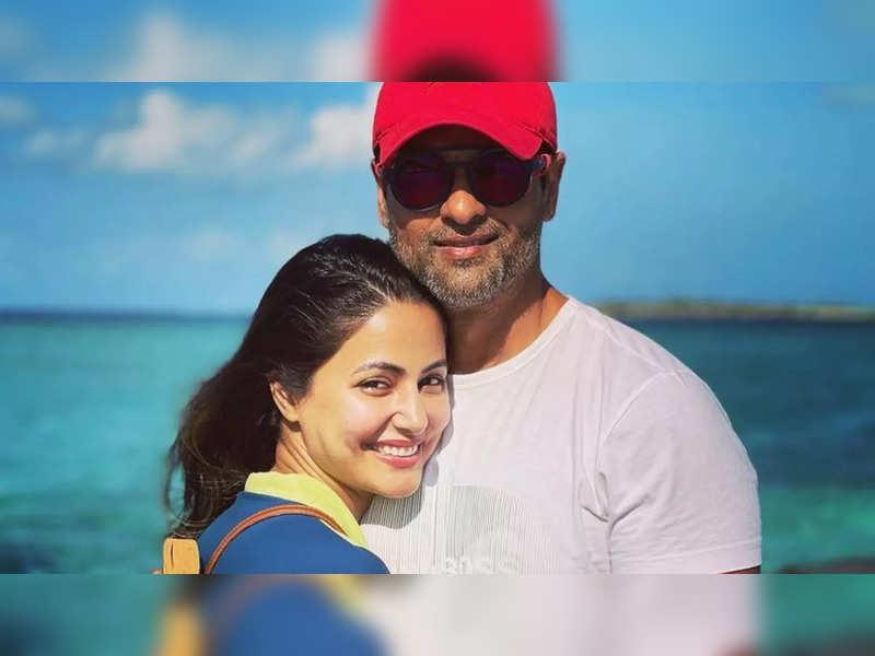 Rohit Bose Roy bumps into Hina Khan in Maldives; calls it a small world