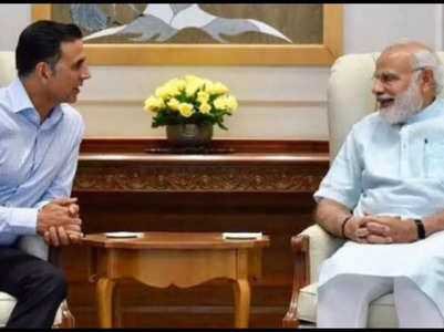 PM pays condolences to Akshay on his mom's demise