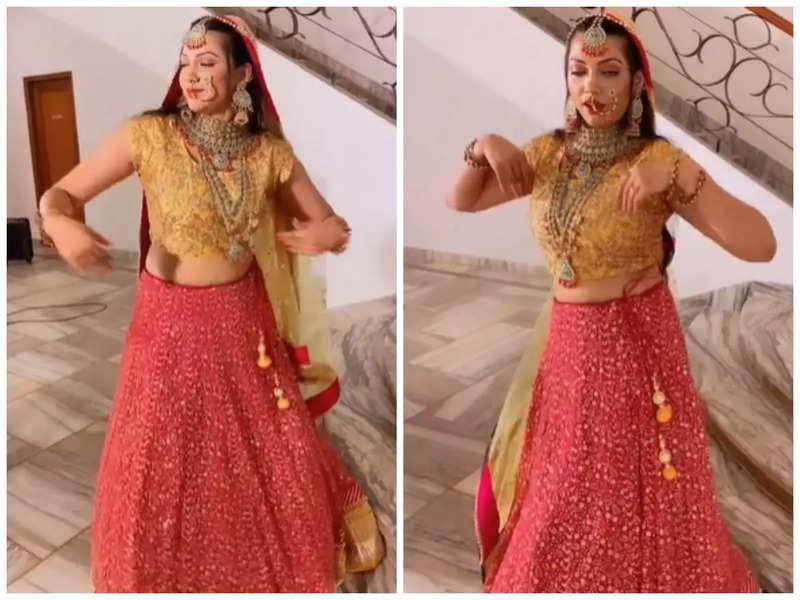 Raksha Gupta grabs attention as she grooves to Kriti Sanon's song 'Param Sundari'