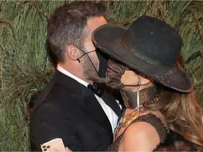 Met Gala: Ben, Jennifer share a steamy kiss