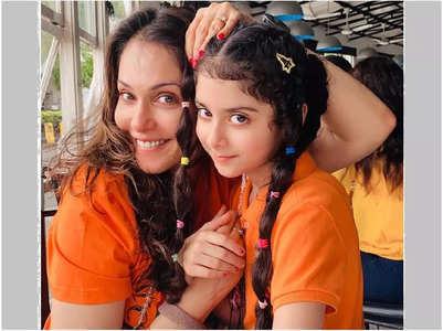 Isha Koppikar: Rianna & I love twinning