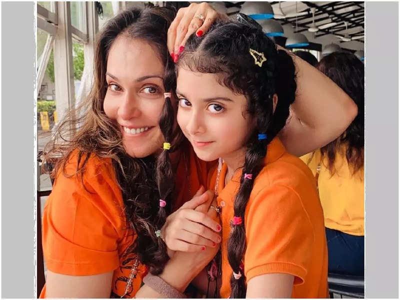 Isha Koppikar Narang with daughter Rianna (Pic: Instagram.com/isha_konnects)