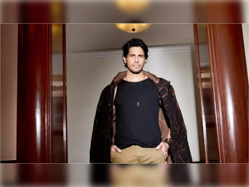 Sidharth Malhotra finds the perfect balance between charm and style in his recent photoshoot