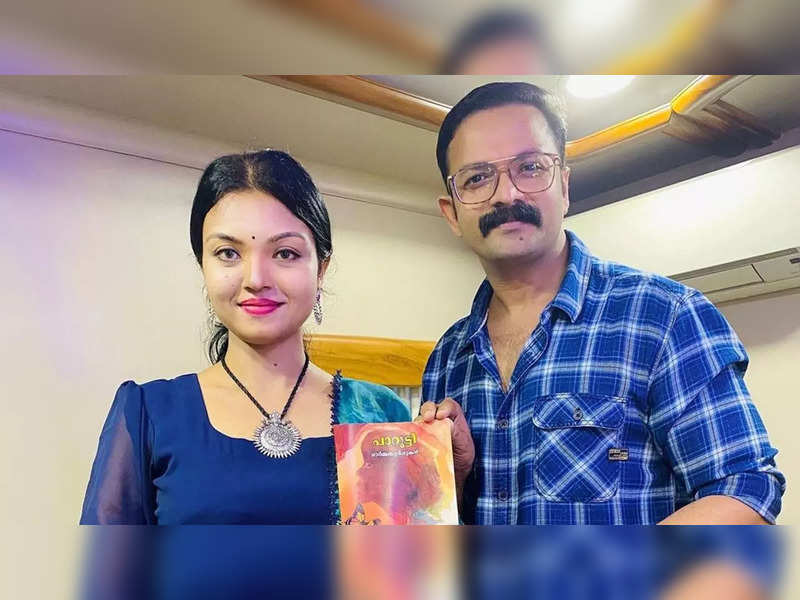Bigg Boss fame Soorya fulfils one of her biggest wishes; actor Jayasurya receives the first copy of her book