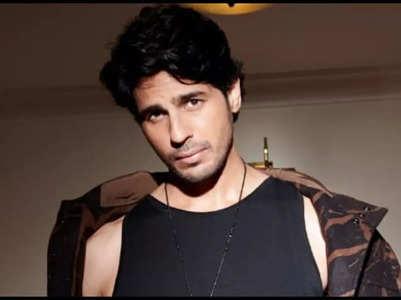Sidharth reveals he is a 'fan' of SRK