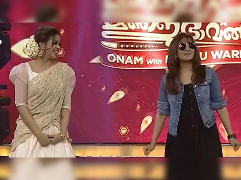 Manju Warrier and Bhavana recreate the iconic scene from 'Aaraam Thampuran'; the former mimics Mohanlal to perfection